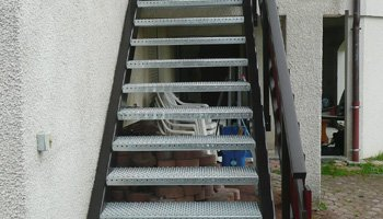 aluglass-menuiserie-acier-aluminium-metallerie-serrurerie-vitrerie-escalier-350x200