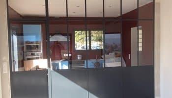 aluglass-menuiserie-acier-aluminium-metallerie-serrurerie-vitrerie-cloison-interieure-350x200