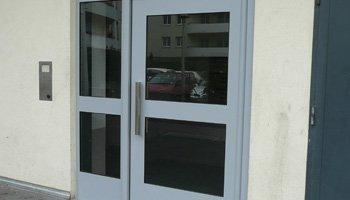 aluglass-menuiserie-acier-aluminium-metallerie-serrurerie-vitrerie-porte-entree-350x200-3