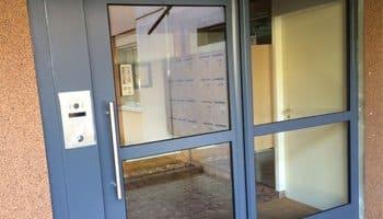 aluglass-menuiserie-acier-aluminium-metallerie-serrurerie-vitrerie-porte-entree-350x200-4