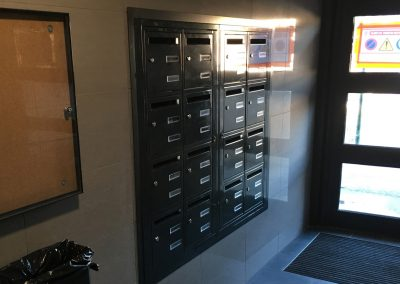 aluglass-ameliorer-renover-reparer-menuiserie-acier-aluminium-metallerie-serrurerie-vitrerie-boite-aux-lettres-4-1400x800